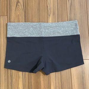 Lululemon Shorts Gray and White Size 10 EUC